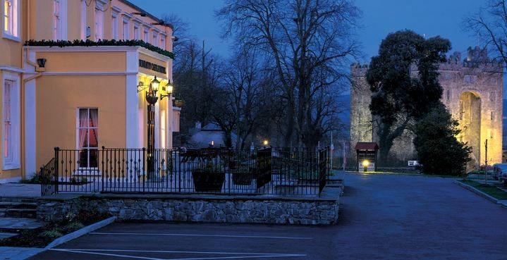 Bunratty Castle Hotel – Ext Castle Night