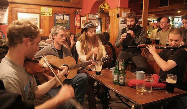 Doolin-Cottages—Pub-Trad-Session