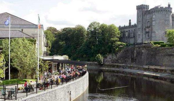 KilkennyRiverCourt_castleriver