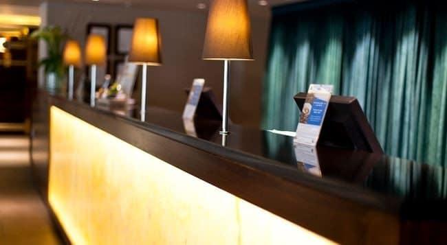 Hilton Olympia – Lobby