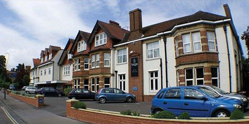 1-linton-lodge-hotel-outside