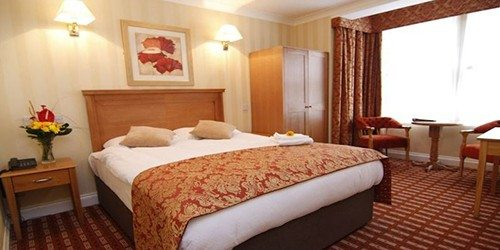 3-Castle-Hotel-Dublin-Room