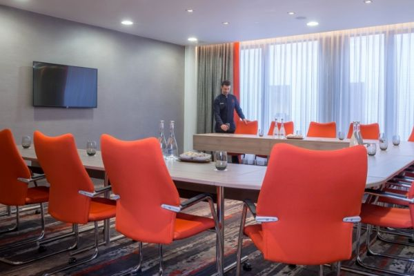 meeting-room-hire-chiswick-west-london-w4-2-960x470_c
