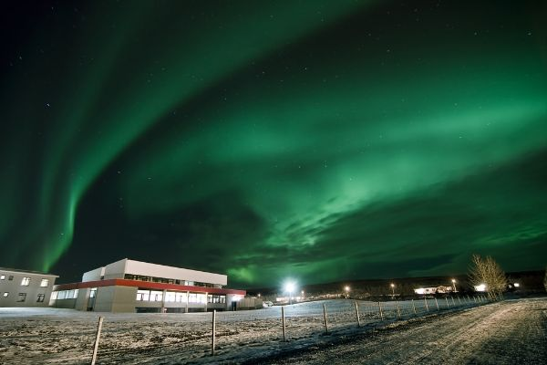 the-northern-lights-above-hotel_15078829131_o