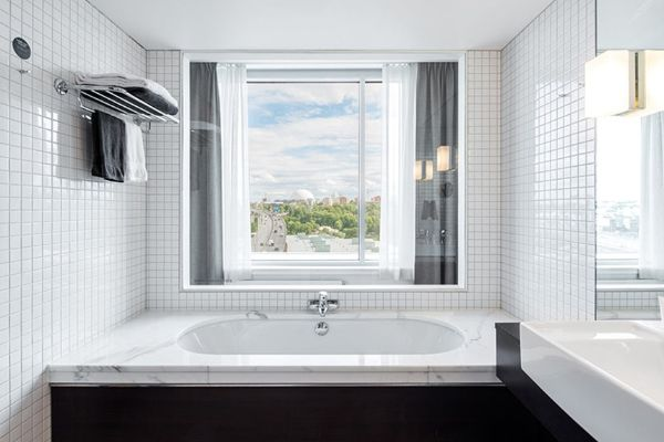 bathroom-with-view-clarion-hotel-stockholm