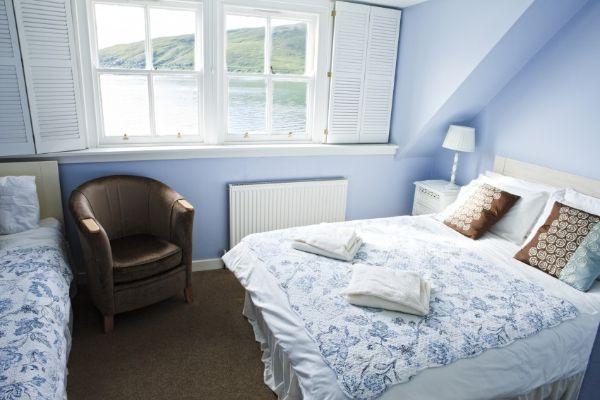 SetWidth850-Bedroom-overlooking-the-Bay (1)