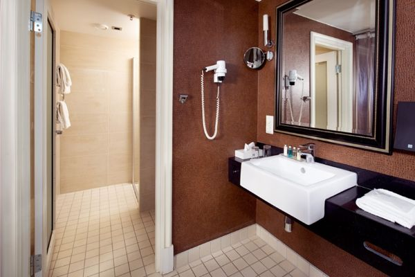 bathroom-deluxe-double-room-havnekontoret-hotel-bergen_1