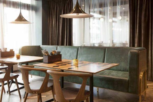 Scandic_Edderkoppen_restaurant_sofa_bruk