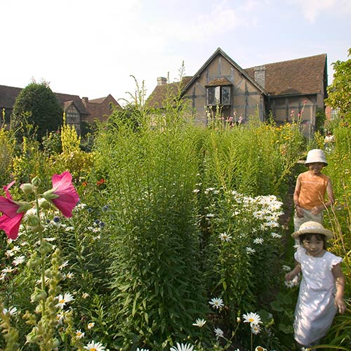 Stratford-upon-Avon for Shakespeare Enthusiasts
