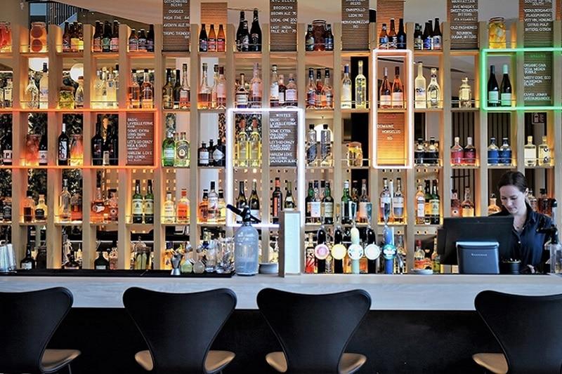 bar-restaurant-kitchen-table-clarion-hotel-sign-800×533